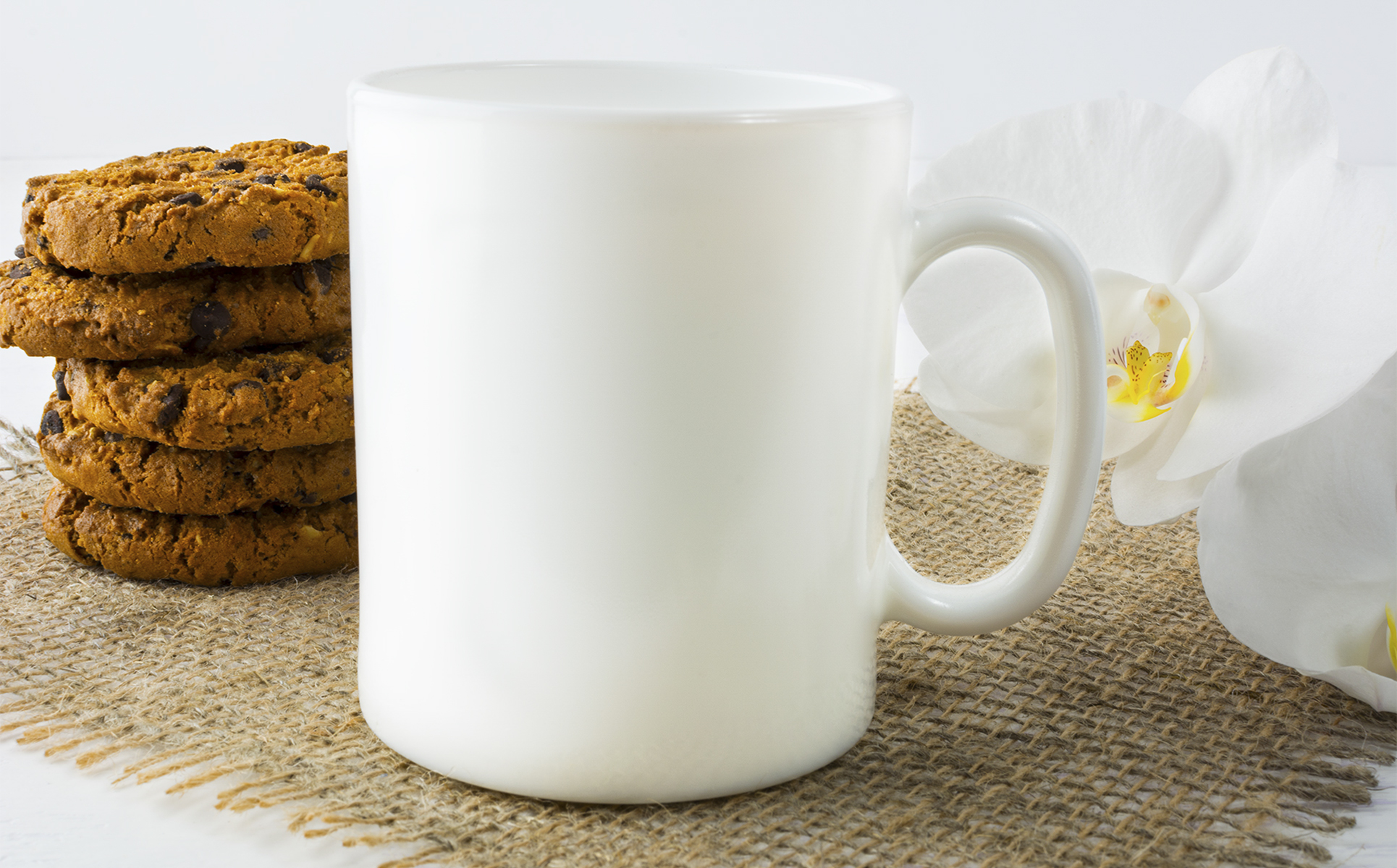 https://s3.tmimgcdn.com/templates/37920/scr/1569914758218_Coffee%20mug%20mockup%20with%20cookies_p_tmp1.jpg